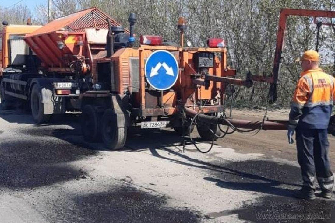 В Пензе проводят ремонт дорог и наносят разметку