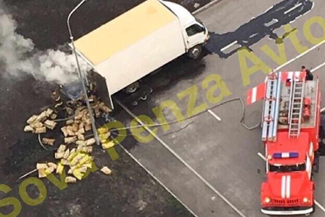 В Пензе вспыхнула грузовая машина с древесным углем