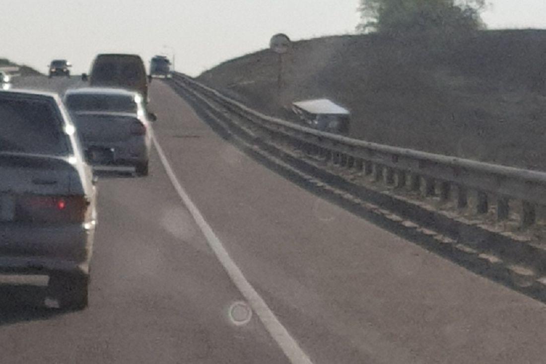 В Пензенской области фура слетела с трассы и «ушла в кювет»